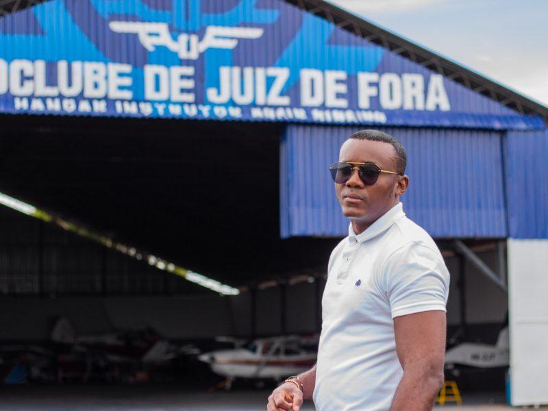 Angolanos procuram curso de pilotagem no Aeroclube de Juiz de Fora