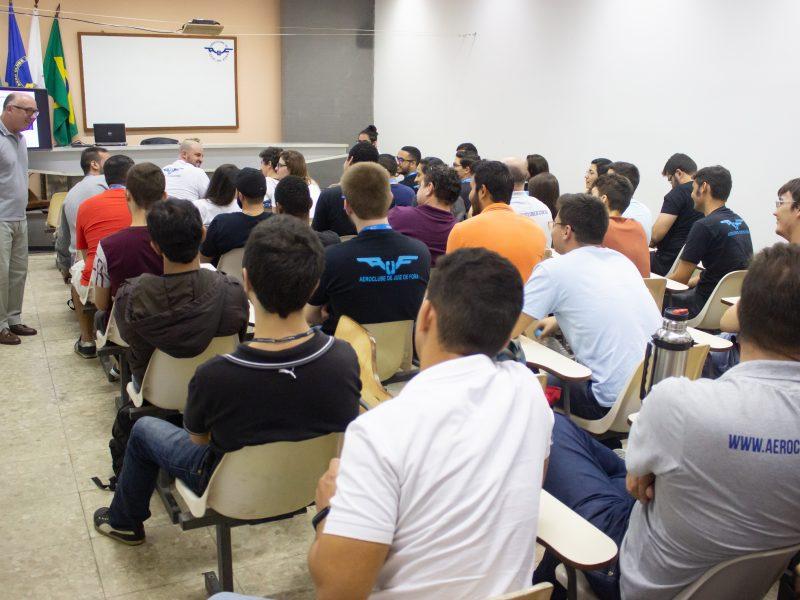 """""""CRM – fatores humanos"""" é tema de curso no Aeroclube de Juiz de Fora"""