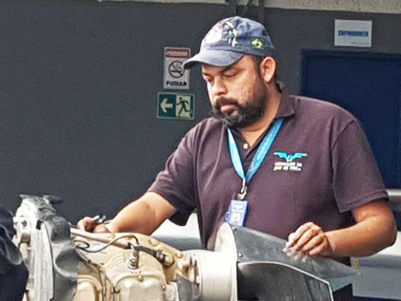 Mecânico do Aeroclube de Juiz de Fora completa 20 anos de serviço