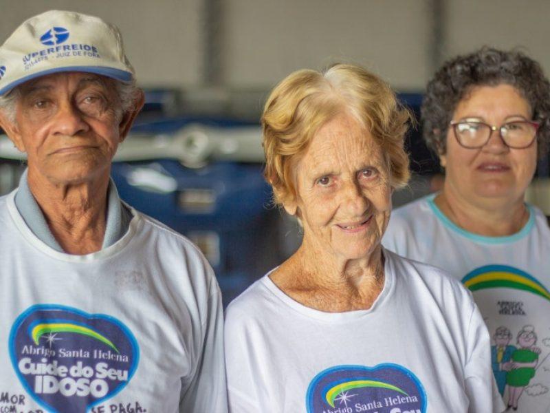 Grupo de idosos do Abrigo Santa Helena visita o Aeroclube de Juiz de Fora