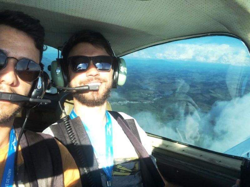Aluno de Piloto Privado revela sua emoção com o voo de cheque