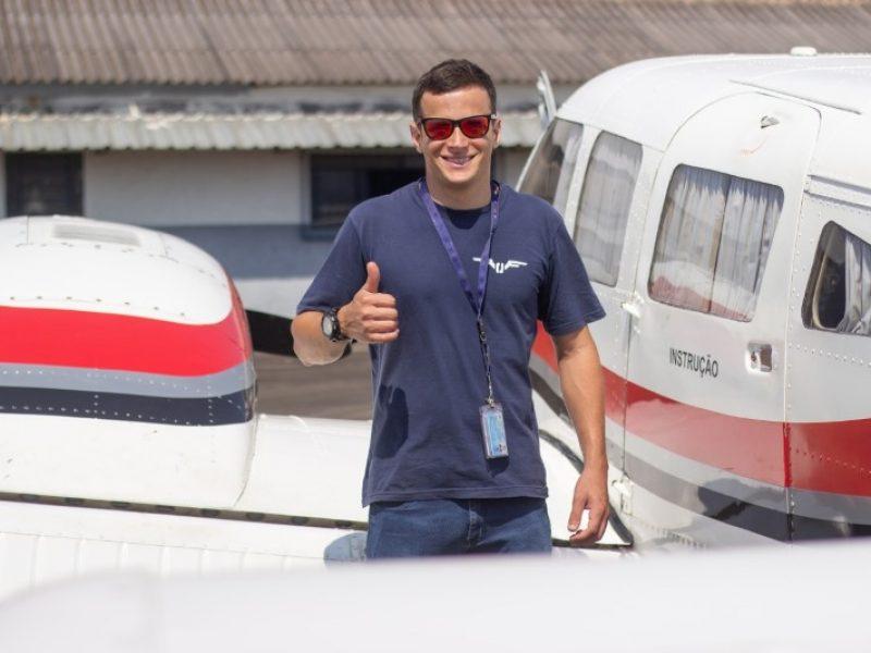 Piloto de helicóptero juiz-forano se forma para piloto de avião no Aeroclube de Juiz de Fora