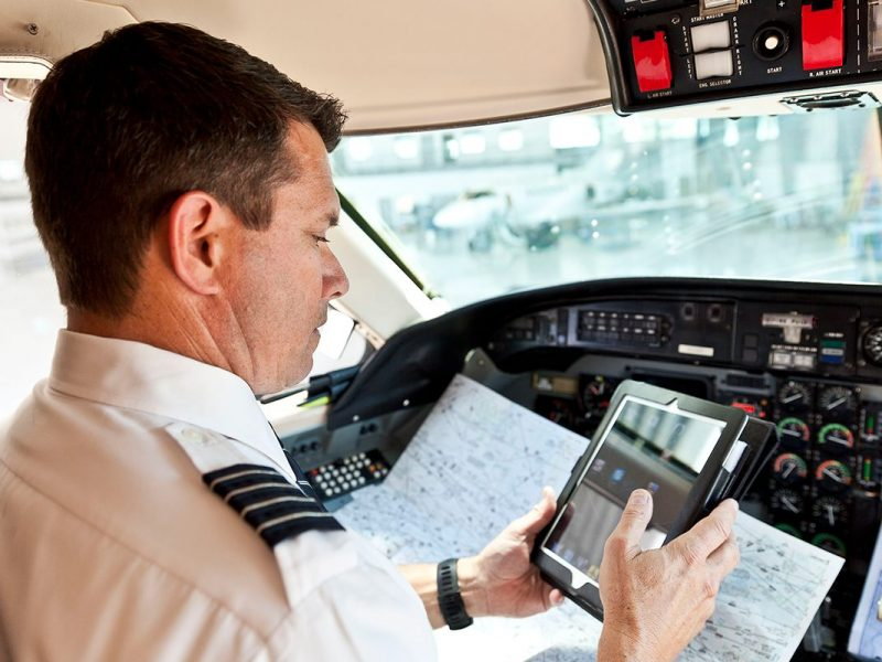 Como a meteorologia impacta no planejamento de voo