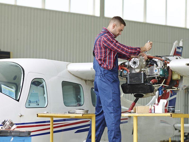 Manutenção de aeronaves: por que optar por uma oficina homologada?