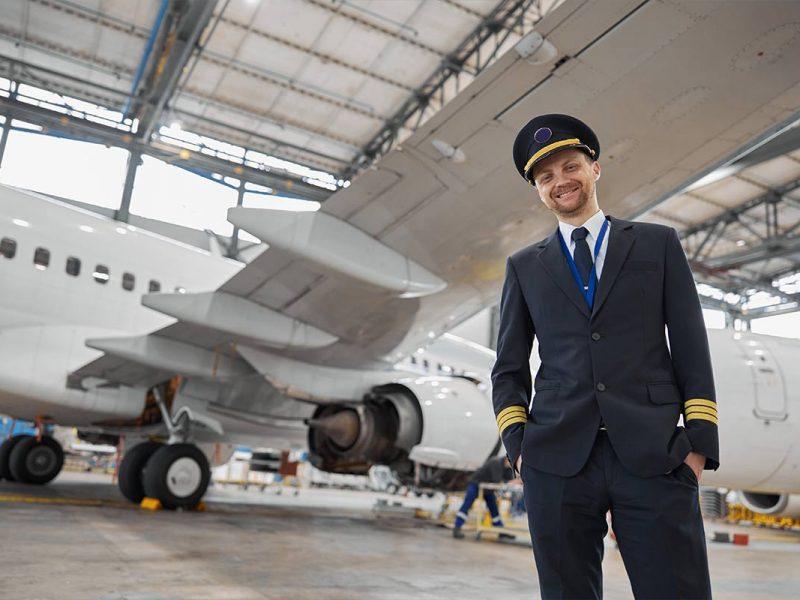 Para ser piloto de avião precisa de faculdade?
